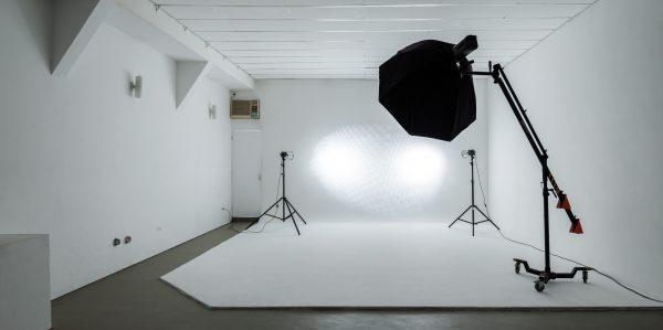 O estúdio do Ateliê da Imagem é utilizado para locação e atividades acadêmicas.